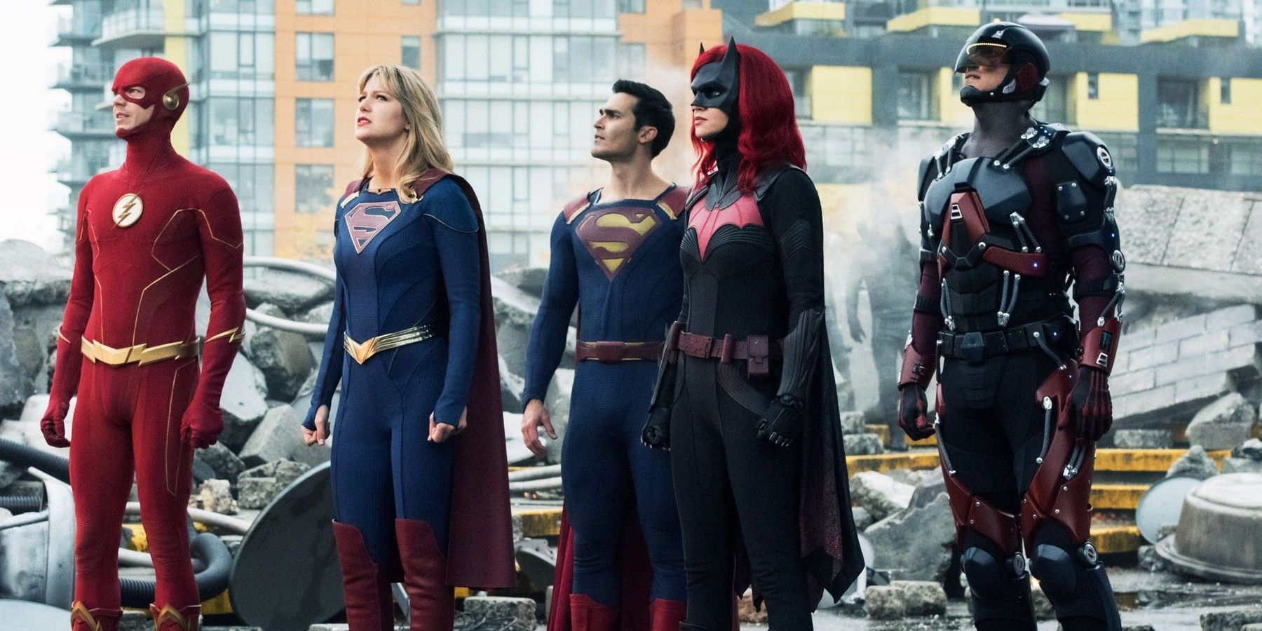 The Arrowverse Could Benefit From Smaller Crossovers | Game Rant